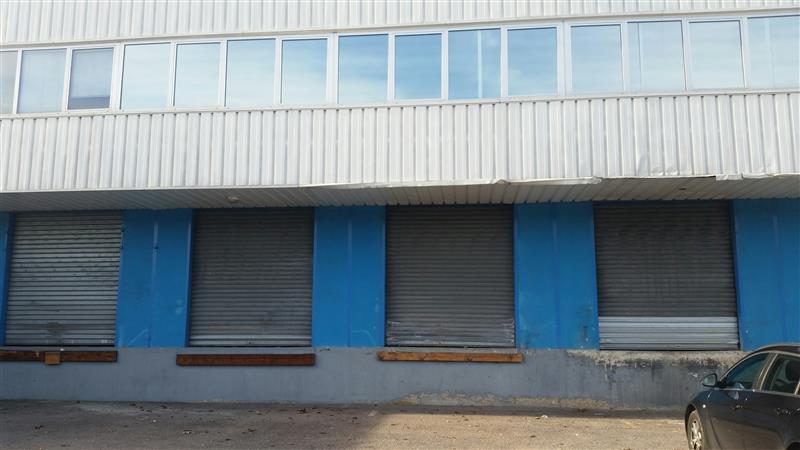 Entrepôt à louer avec des portes à quais - Photo 1