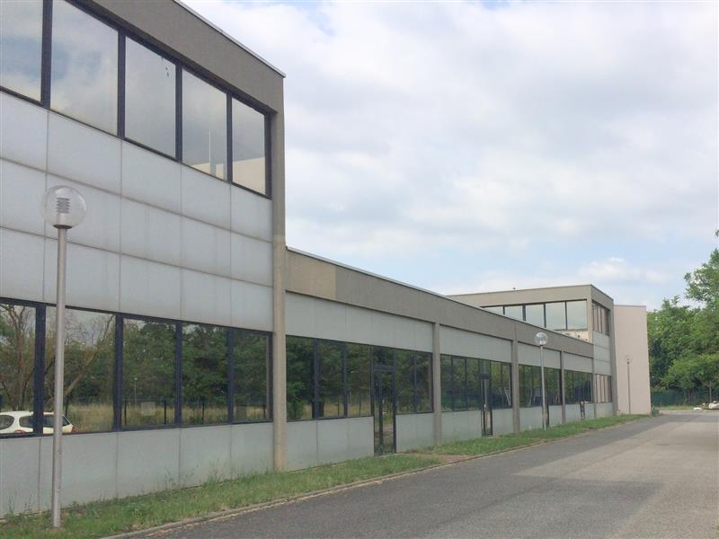 Bureaux ou activité légère de 609 m² disponible à la vente ou à la location - Photo 1
