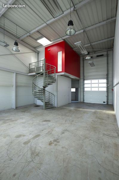 Location  - Locaux d'activités avec bureaux - Photo 1