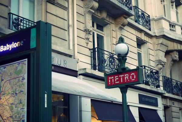 Location locaux commerciaux paris 75006 23m2 for Locaux commerciaux atypiques paris