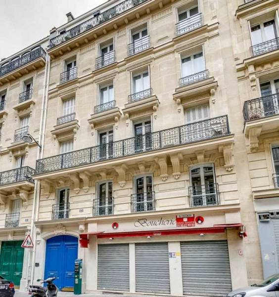 Location locaux commerciaux paris 75006 84m2 for Locaux commerciaux atypiques paris