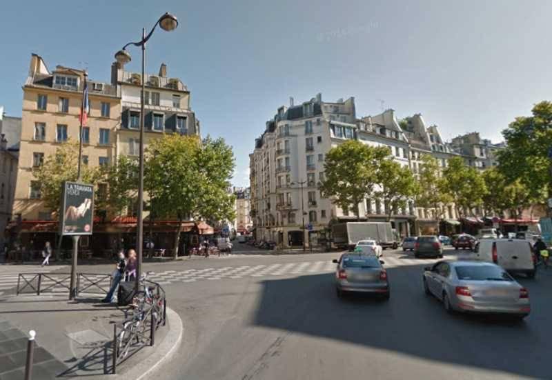 Location locaux commerciaux paris 75006 154m2 for Locaux commerciaux atypiques paris