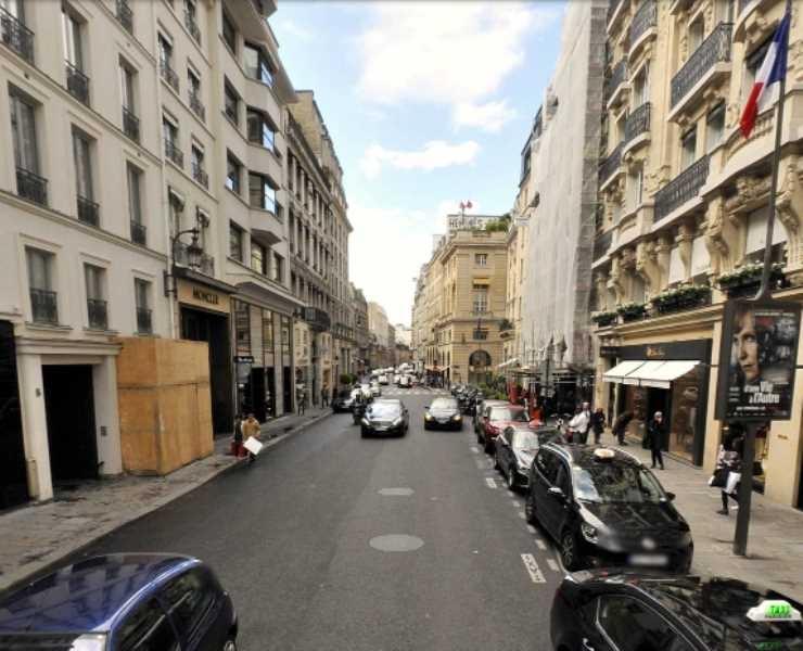 Location local commercial paris 8eme louer commerce for Locaux commerciaux atypiques paris