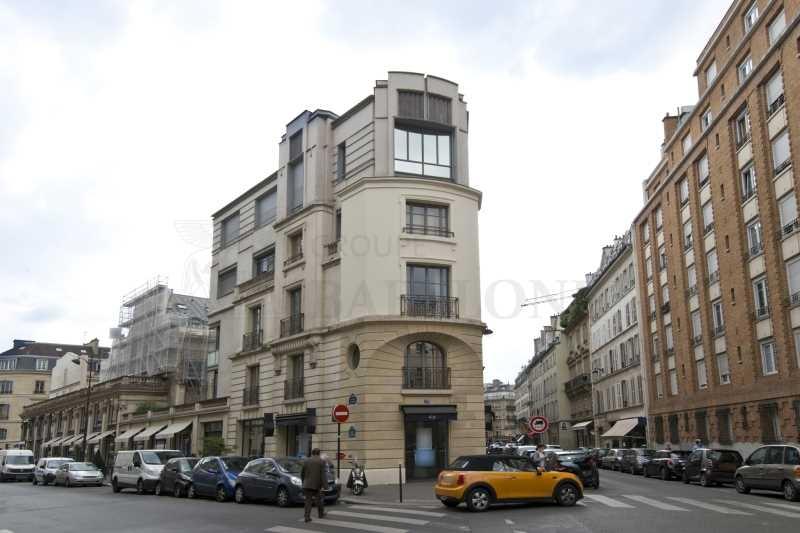 Location locaux commerciaux paris 75008 109m2 for Locaux commerciaux atypiques paris