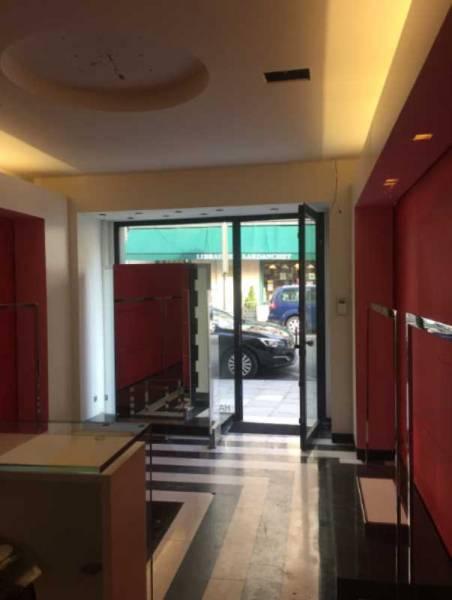 Location locaux commerciaux paris 75008 30m2 for Locaux commerciaux atypiques paris