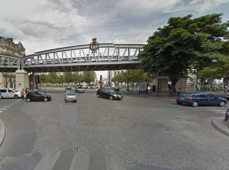 Location locaux commerciaux paris 75015 40m2 for Locaux commerciaux atypiques paris