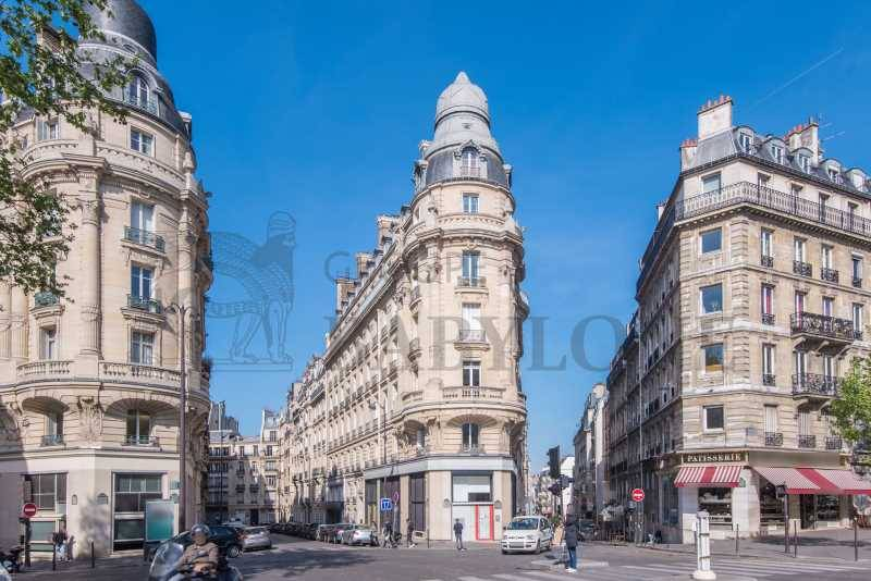 Location locaux commerciaux paris 75017 163m2 for Locaux commerciaux atypiques paris