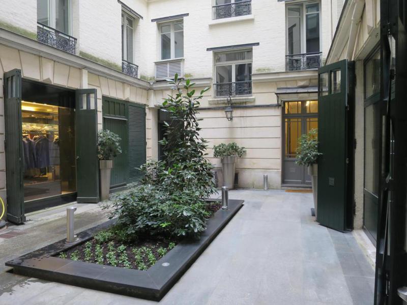 location bureaux paris 8 75008 102m2. Black Bedroom Furniture Sets. Home Design Ideas