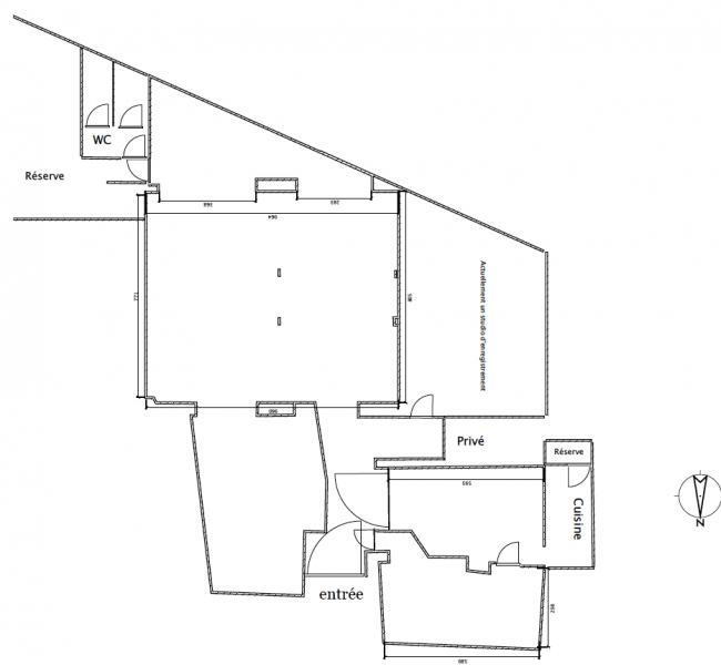 Location bureaux paris 18 75018 210m2 for Surface atypique