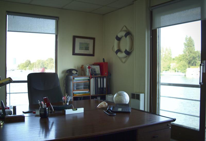 location coworking et centre d 39 affaires suresnes 92150 54m2. Black Bedroom Furniture Sets. Home Design Ideas