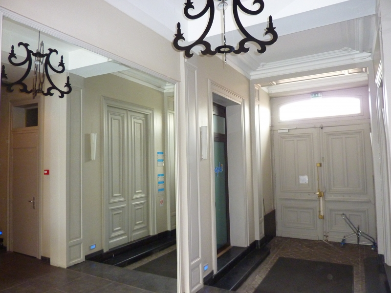 Bureaux, entrepôts, ateliers à louer dans bel immeuble rénové. Zone de l'Union