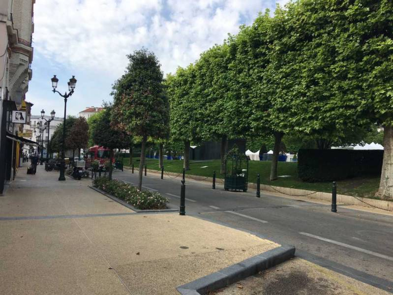 Locaux commerciaux PUTEAUX LA DEFENSE 92800  - Photo 1