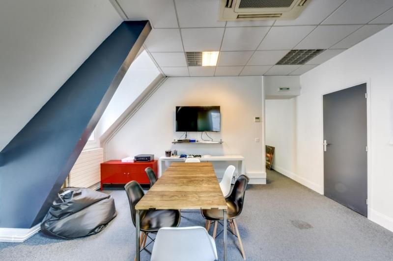 location bureaux paris 75002 1m2. Black Bedroom Furniture Sets. Home Design Ideas