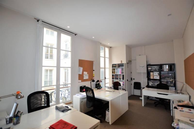 location bureaux paris 75008 158m2. Black Bedroom Furniture Sets. Home Design Ideas