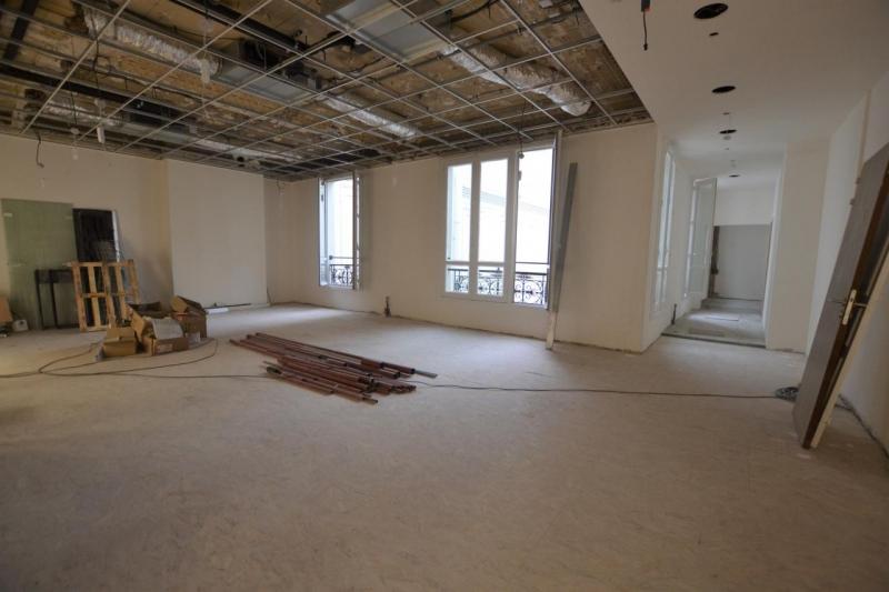 location bureaux paris 75009 333m2. Black Bedroom Furniture Sets. Home Design Ideas