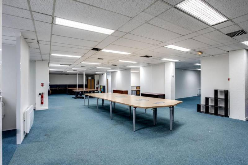 location bureaux paris 75018 432m2. Black Bedroom Furniture Sets. Home Design Ideas