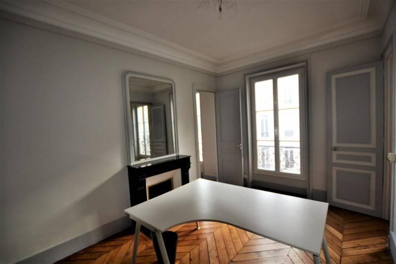 location bureaux paris 75008 45m2. Black Bedroom Furniture Sets. Home Design Ideas