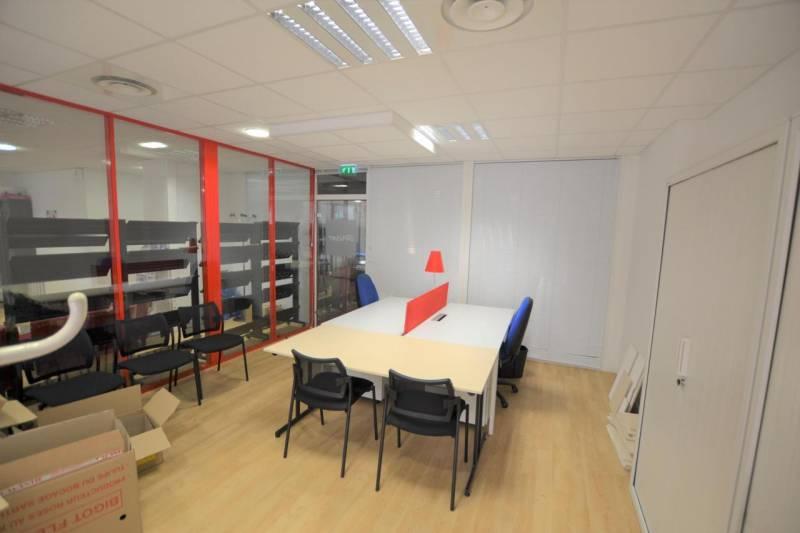 location bureaux paris 75010 45m2. Black Bedroom Furniture Sets. Home Design Ideas