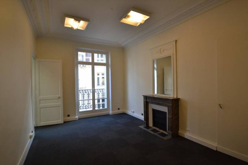 location bureaux paris 75008 220m2. Black Bedroom Furniture Sets. Home Design Ideas