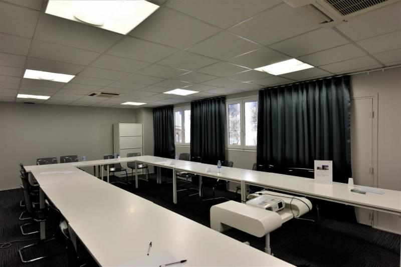 location bureaux paris 16 75016 200m2. Black Bedroom Furniture Sets. Home Design Ideas