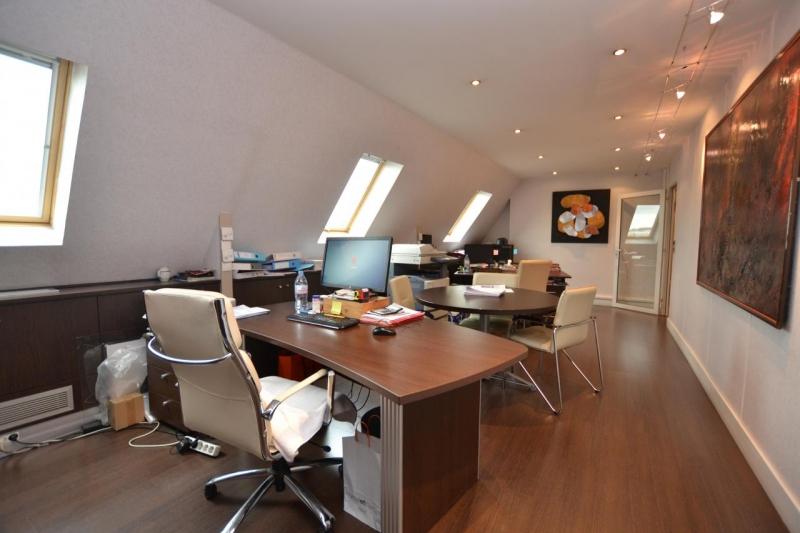 location bureaux paris 75009 1m2. Black Bedroom Furniture Sets. Home Design Ideas