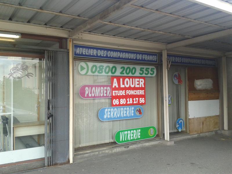 DANS PETIT CENTRE COMMERCIAL - Photo 1