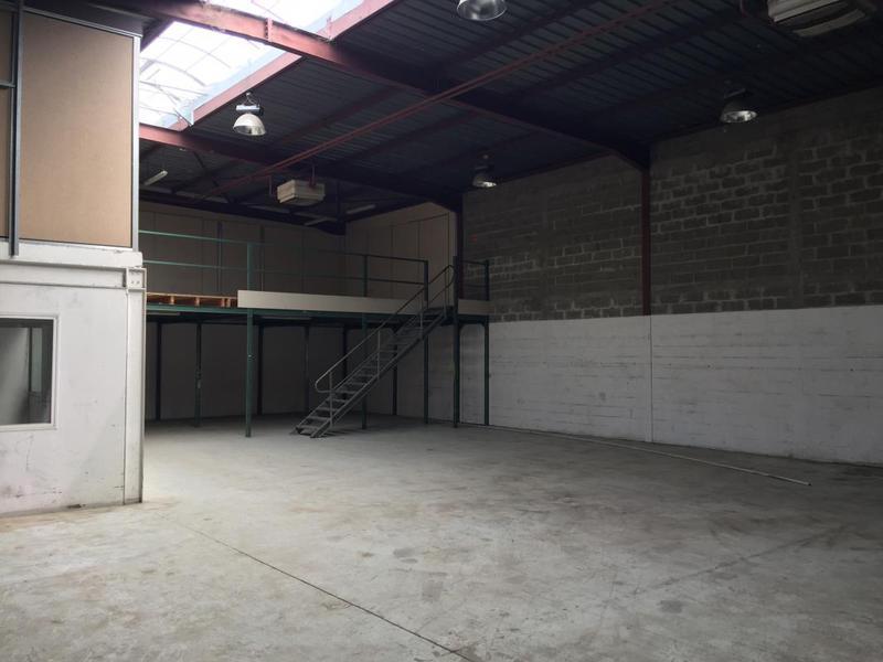 Local d'activités 550m² - Photo 1