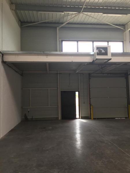 Entrepôt 157m² - Photo 1