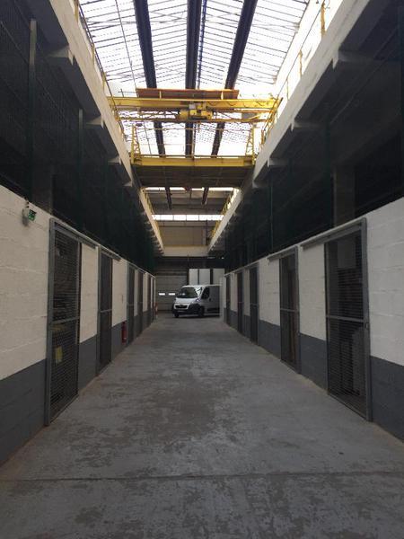 Entrepôt 2025m² - Photo 1
