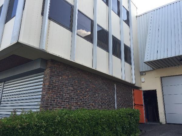Entrepôt 842m² - Photo 1