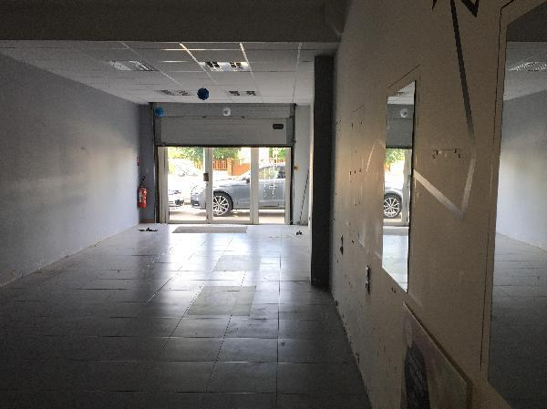 Local commercial 175m² - Photo 1