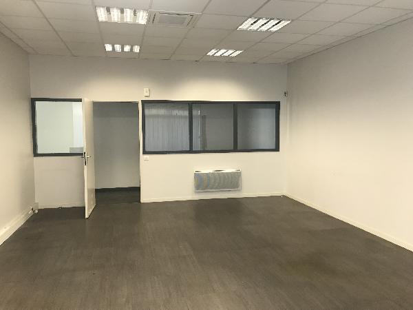 Bureau 450m² - Photo 1