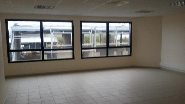 Local d'activités 357m² - Photo 1