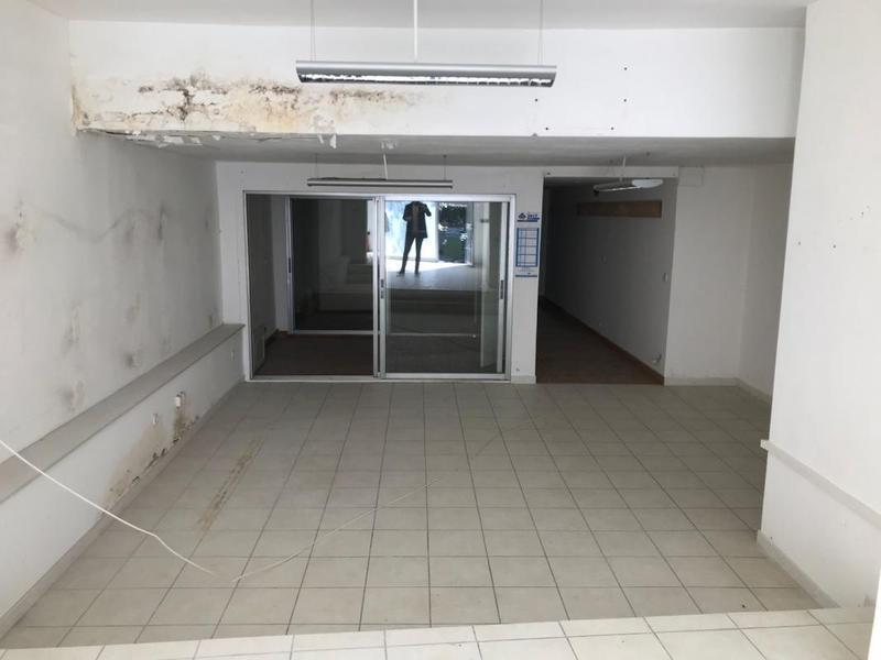 Bureau de 165m² - Photo 1