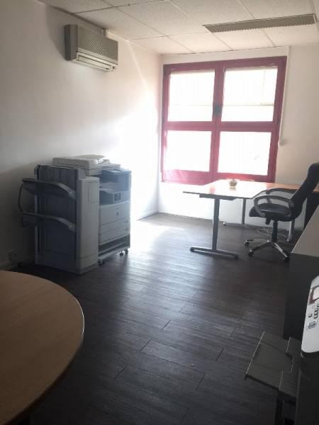 vente bureaux montigny le bretonneux 78180 45m2. Black Bedroom Furniture Sets. Home Design Ideas
