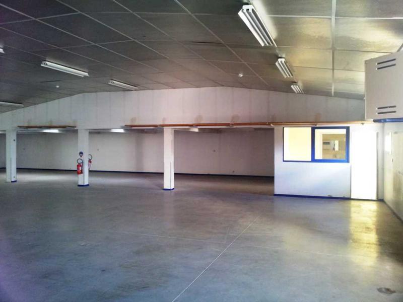 location locaux d 39 activit s saint barth lemy d 39 anjou 49124 720m2. Black Bedroom Furniture Sets. Home Design Ideas