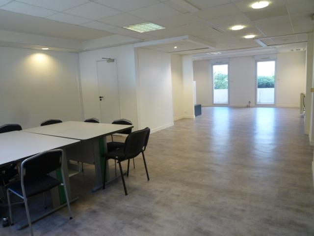 location bureaux angers 49100 61m2. Black Bedroom Furniture Sets. Home Design Ideas