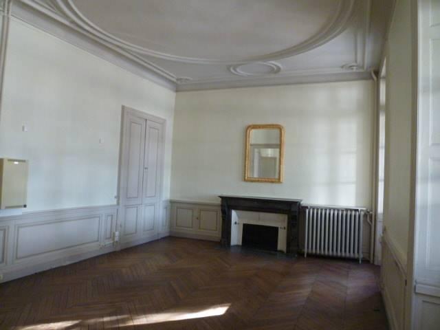 Location bureaux angers 49100 70m2 for Prix m2 angers