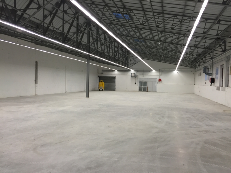 REIMS NEUVILETTE - Cellule commerciale de 740m²