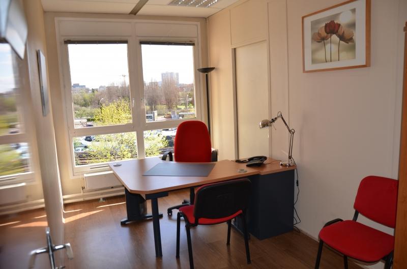 Petites surfaces de bureaux à partir de 15m² avec une salle de réunion