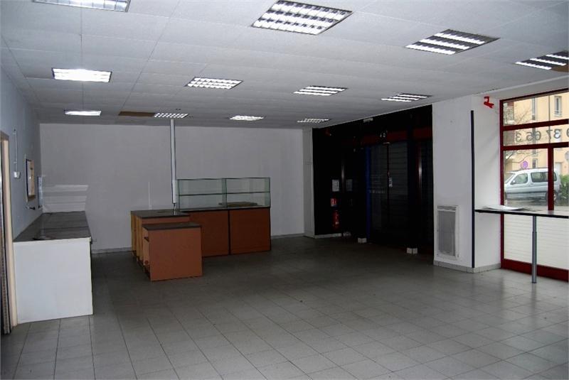 10' villefranche sur Saône Nord local commercial rez de chaussée 90m² avec possibilité de transformer en appartement/loft - Photo 1