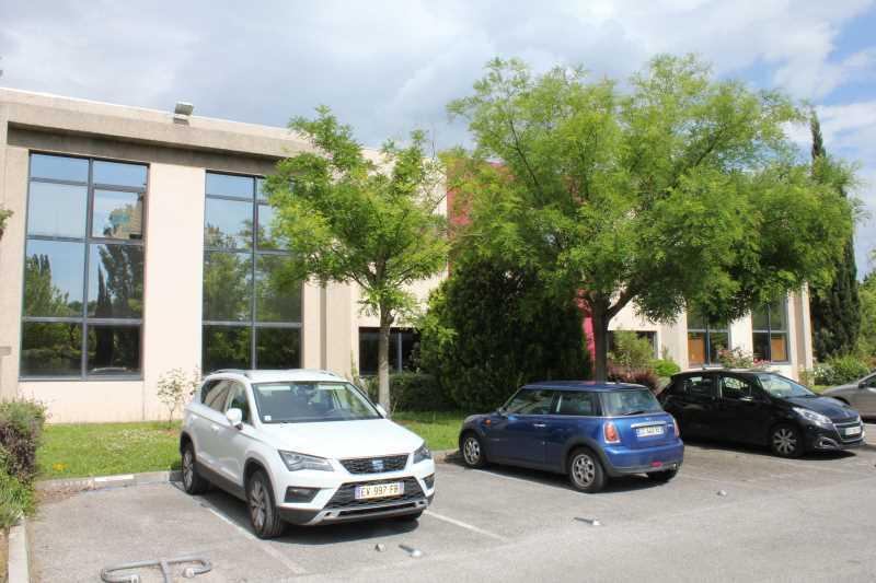 Location Bureaux Meyreuil 13590 - Photo 1