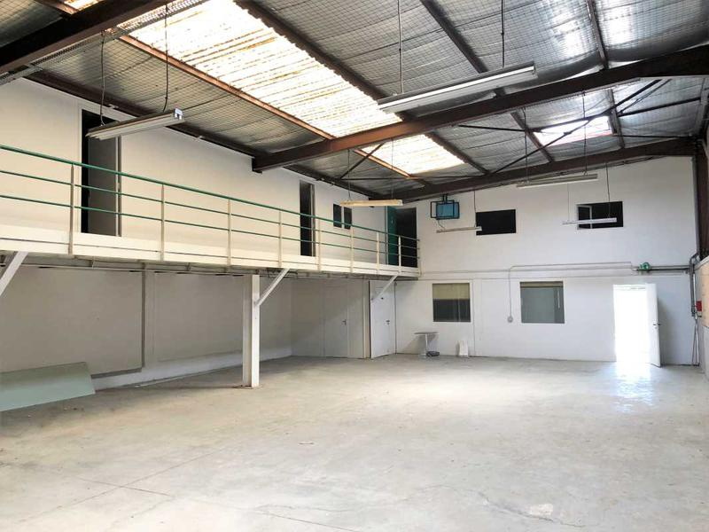 vente locaux d 39 activit s marseille 11 13011 420m. Black Bedroom Furniture Sets. Home Design Ideas