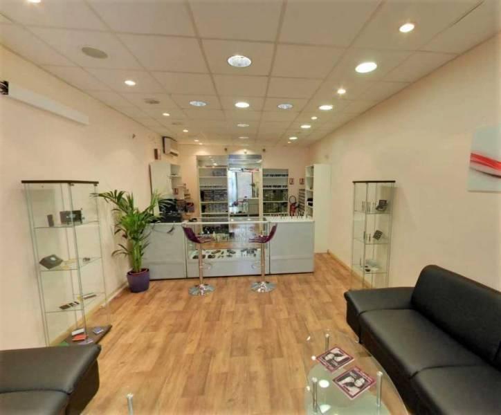 Location vente locaux commerciaux marseille 13006 130m2 for Vente surfaces atypiques