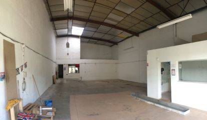 Location entrep t toulouse 31100 215m2 for Location garage toulouse 31100