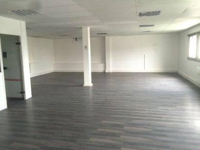 location entrep t neuilly plaisance 93360 315m2. Black Bedroom Furniture Sets. Home Design Ideas