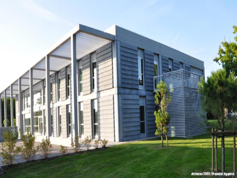 Location bureaux nantes 44300 391m2 for Location garage nantes 44300