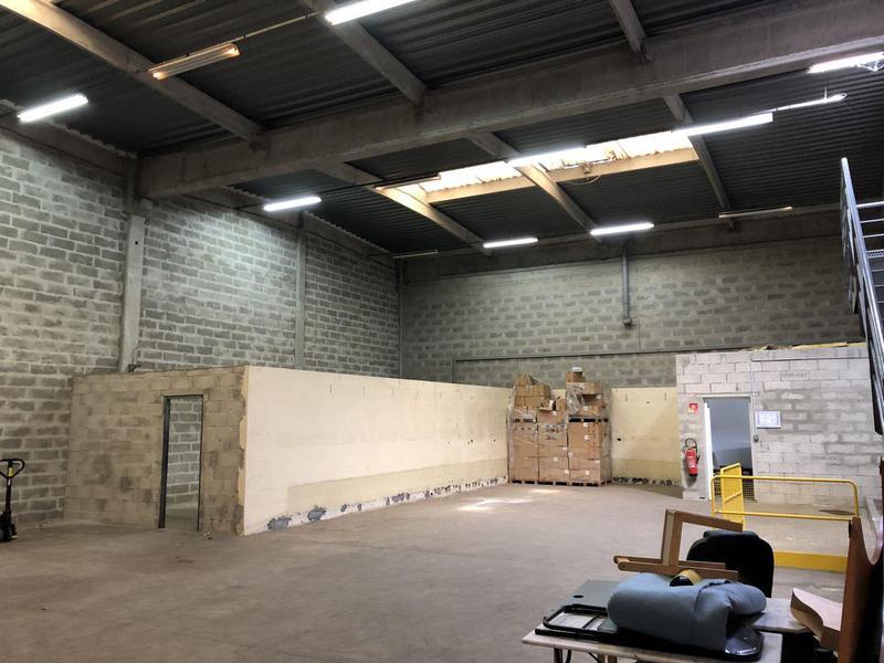 Location Locaux d'activités EPONE 78680 - Photo 1